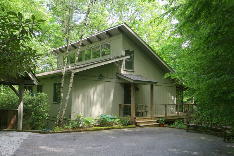 Private Comtemporary Cottage in Holly Forest 1
