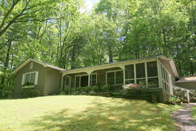 Charming Cottage In Town in Cashiers
